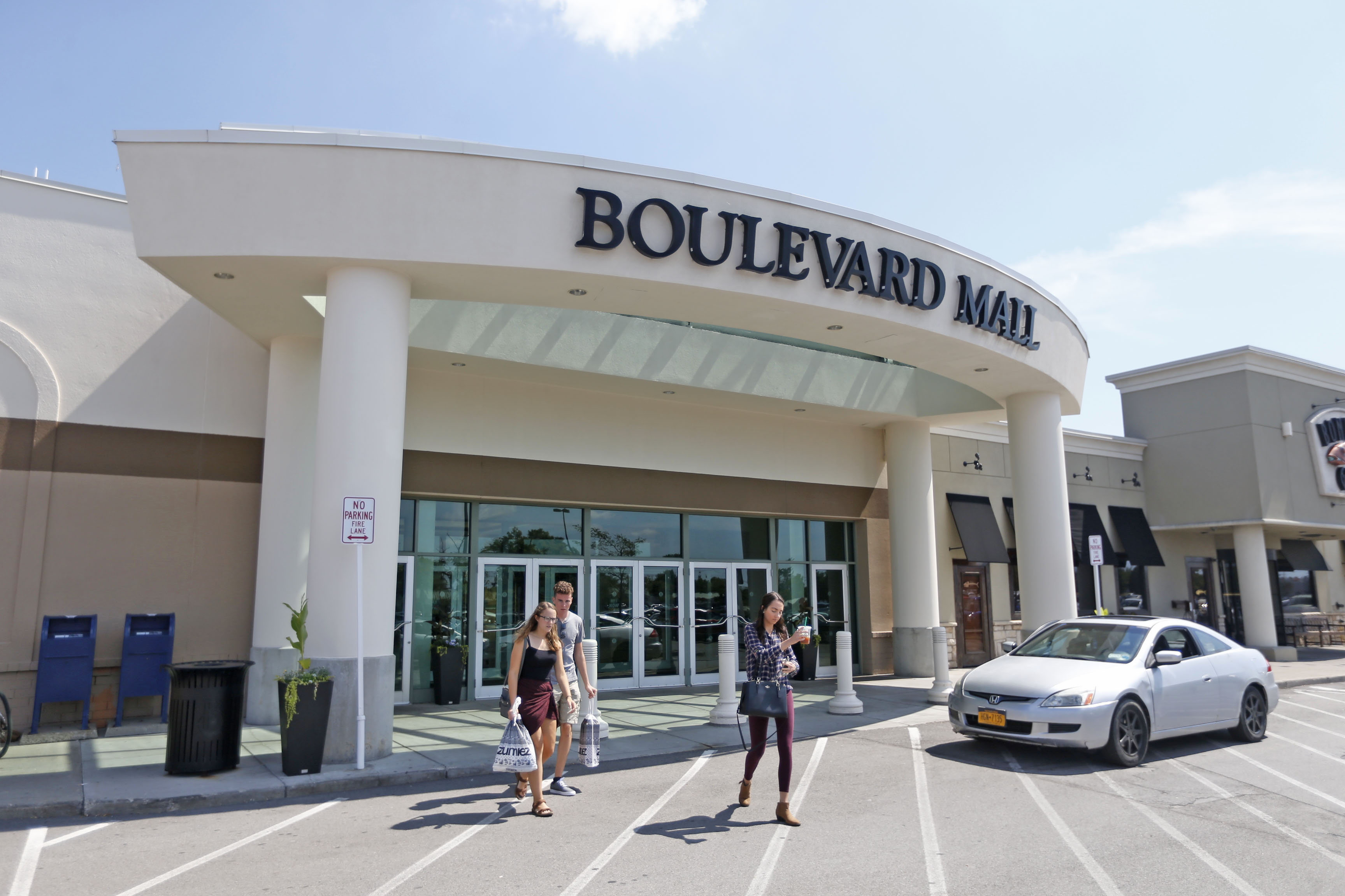 More retailers are leaving the Boulevard Mall. (Robert Kirkham/News file photo)