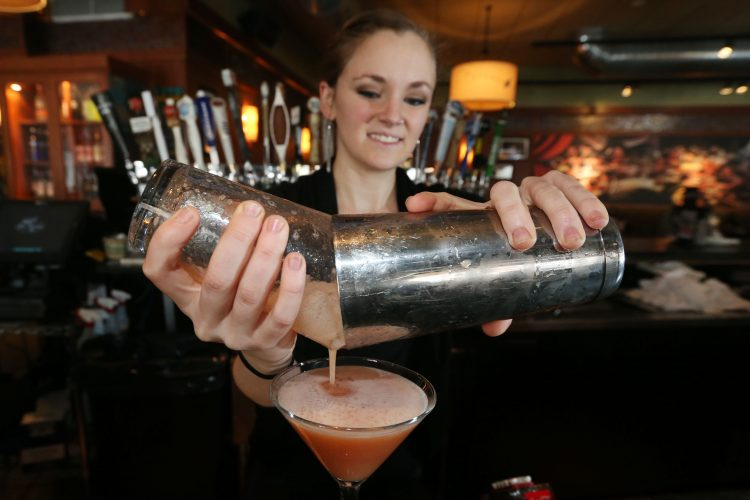 Bar Louie ups the ante with impressive cocktail list