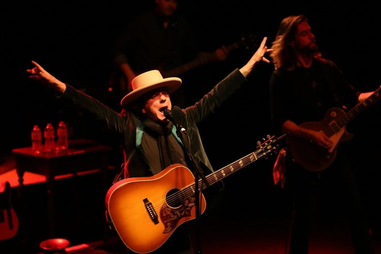 Kiefer Sutherland plays Seneca Niagara Casino