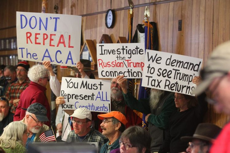 Raucous crowds overwhelm Reed town hall meetings