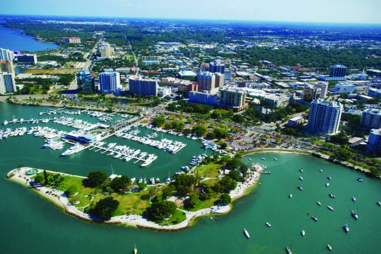 Snowbirds and expats will party, Buffalo style, in Sarasota