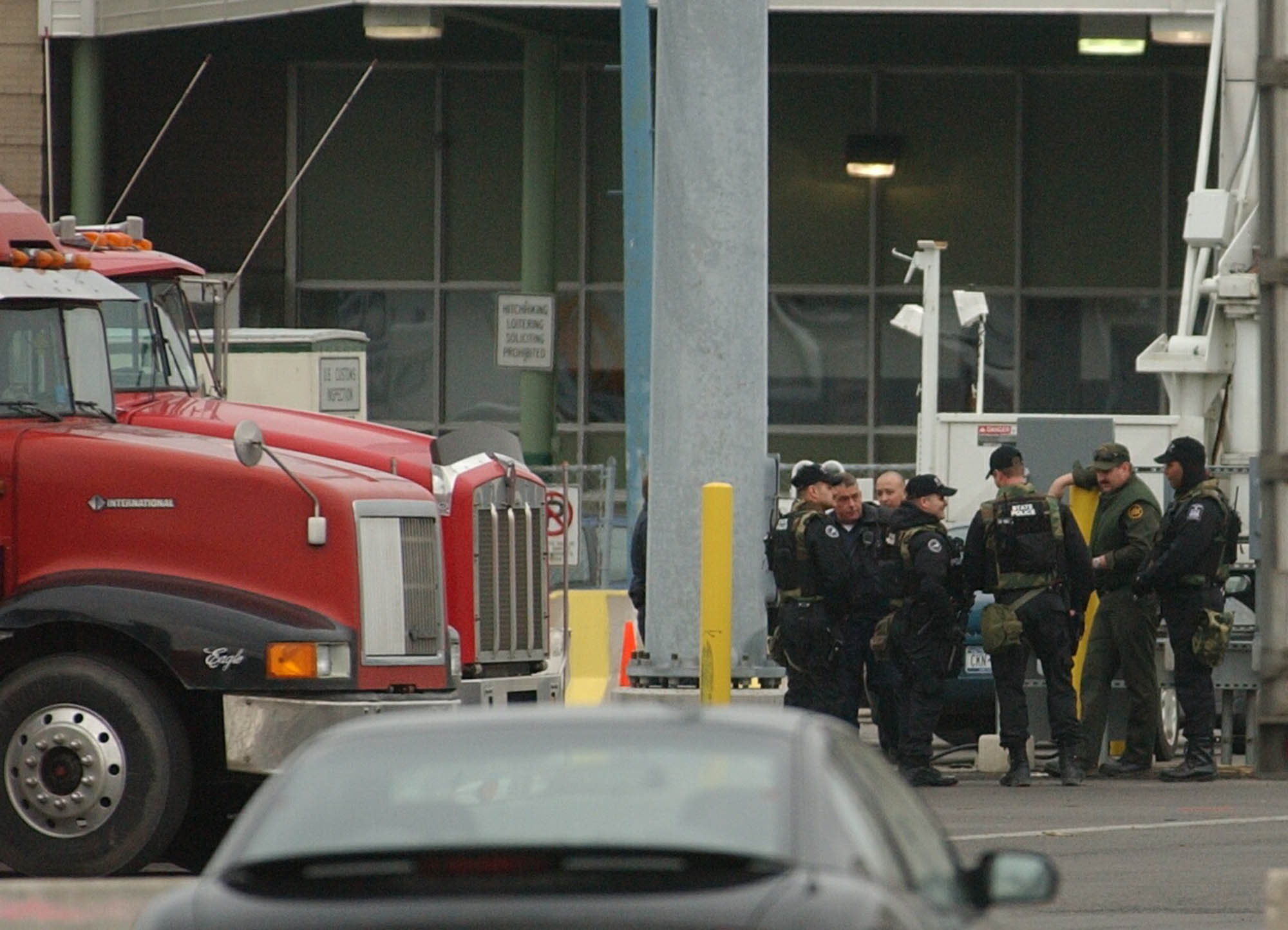 Heavily armed New York State police officers and at least one Border Patrol agent discuss an assignment on the U.S. side of the Peace Bridge.  (Robert Kirkham/Buffalo News file photo)