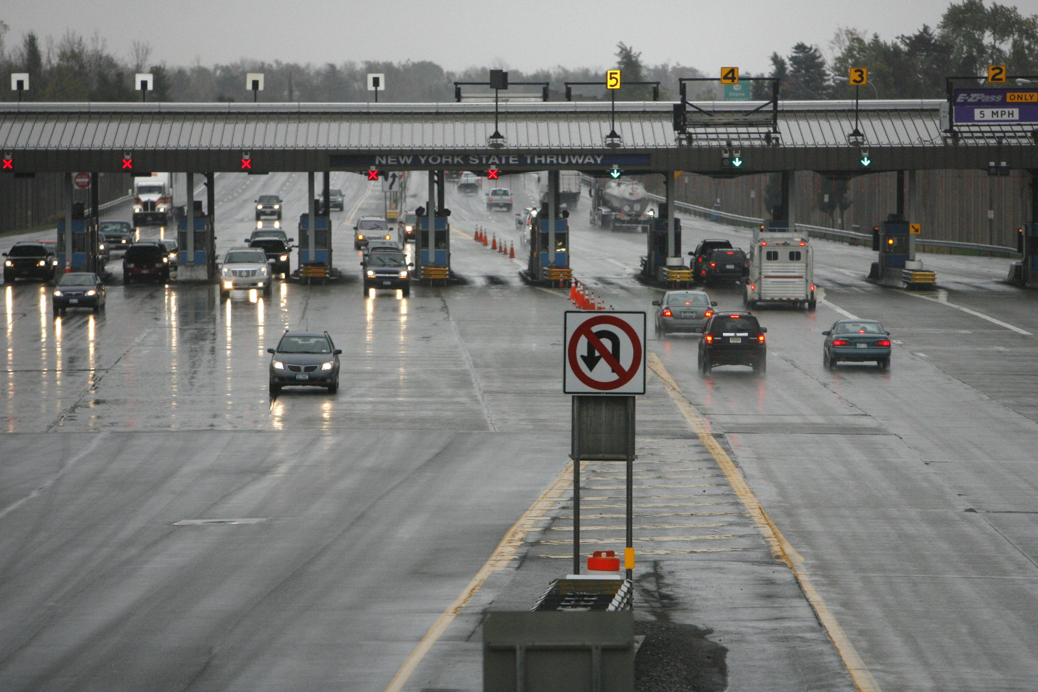 The Williamsville toll barrier should be removed in favor of cashless high-speed toll collection. (Derek Gee/Buffalo News file photo)