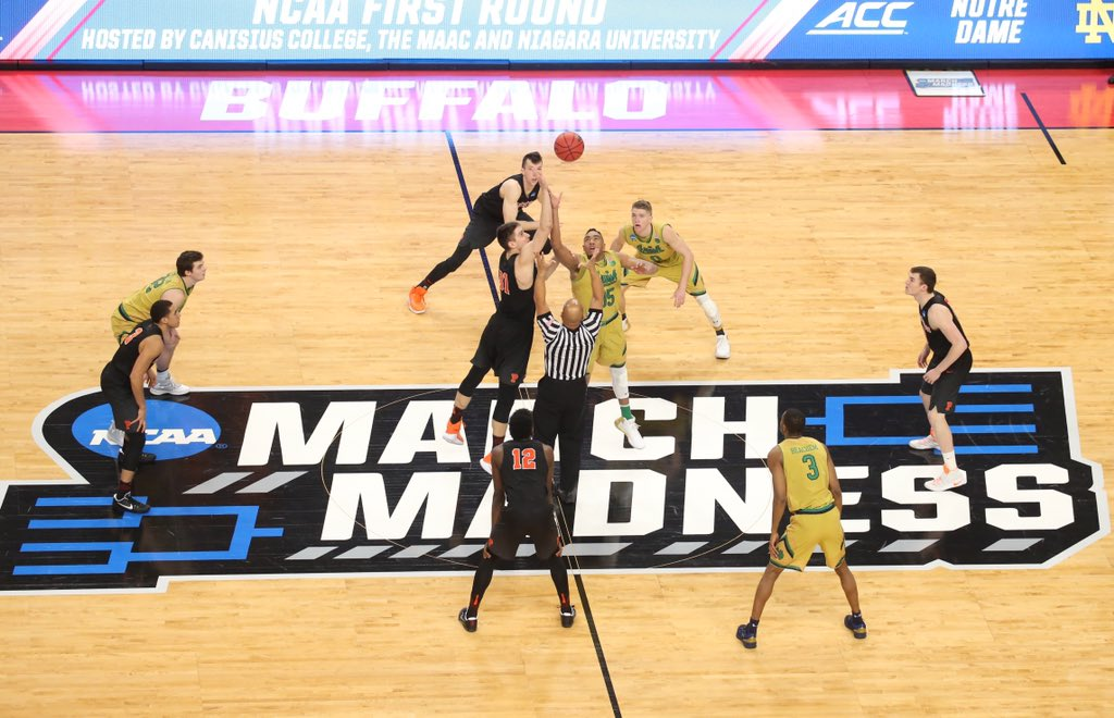 Princeton and Notre Dame got the ball rolling Thursday in KeyBank Center. (Derek Gee/Buffalo News)