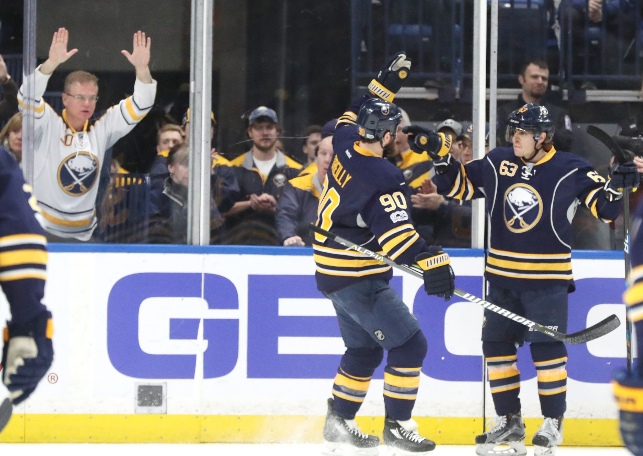 Ryan O'Reilly (90) and Tyler Ennis had multipoint nights for the Sabres. (James P. McCoy/Buffalo News)