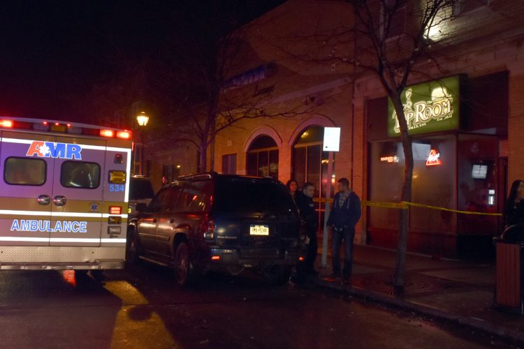Niagara Falls bar stabbing sends four to hospital