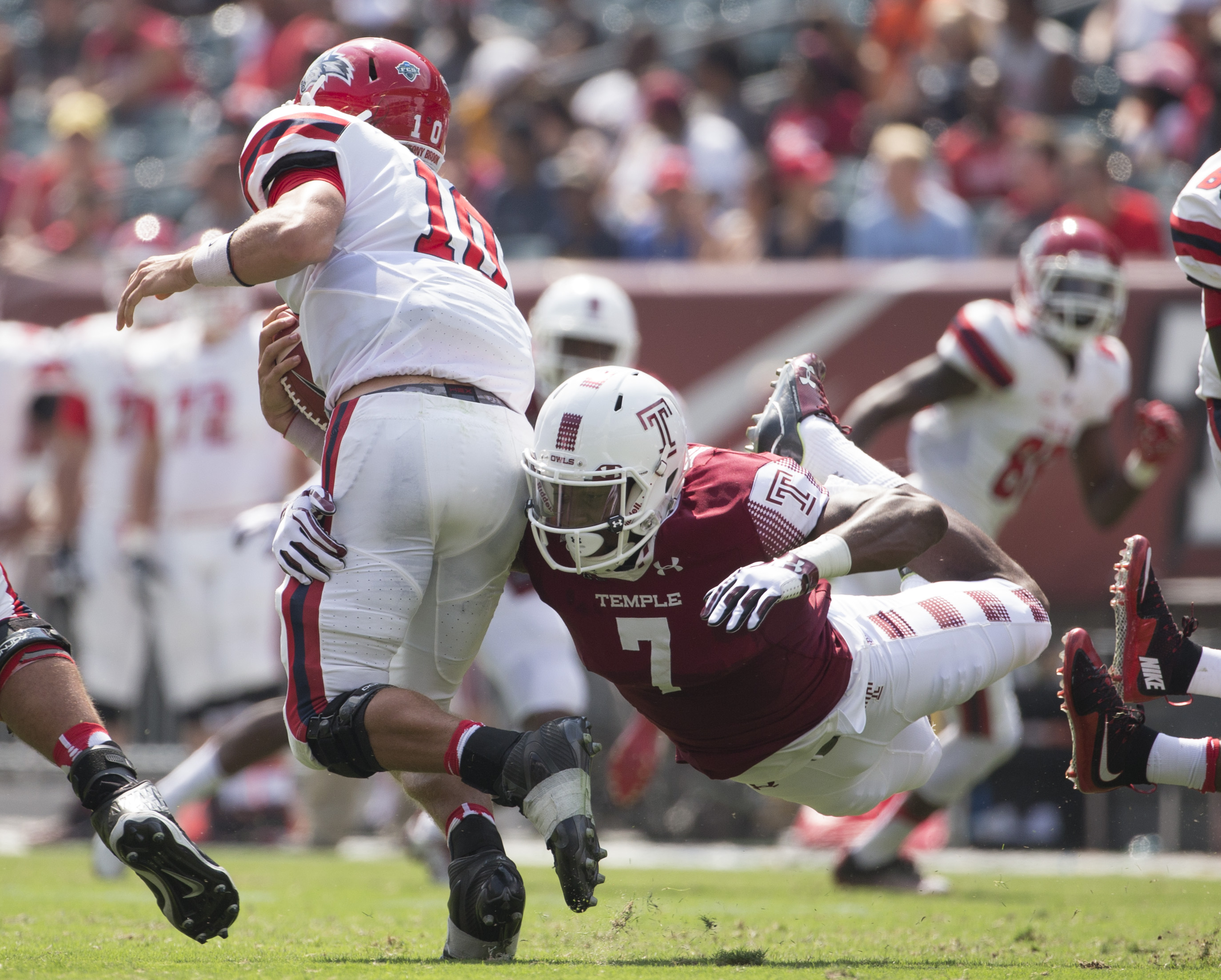 Haason Reddick of the Temple Owls sacks Joe Carbone of the Stony Brook Seawolves on September 10, 2016. (Photo by Mitchell Leff/Getty Images)