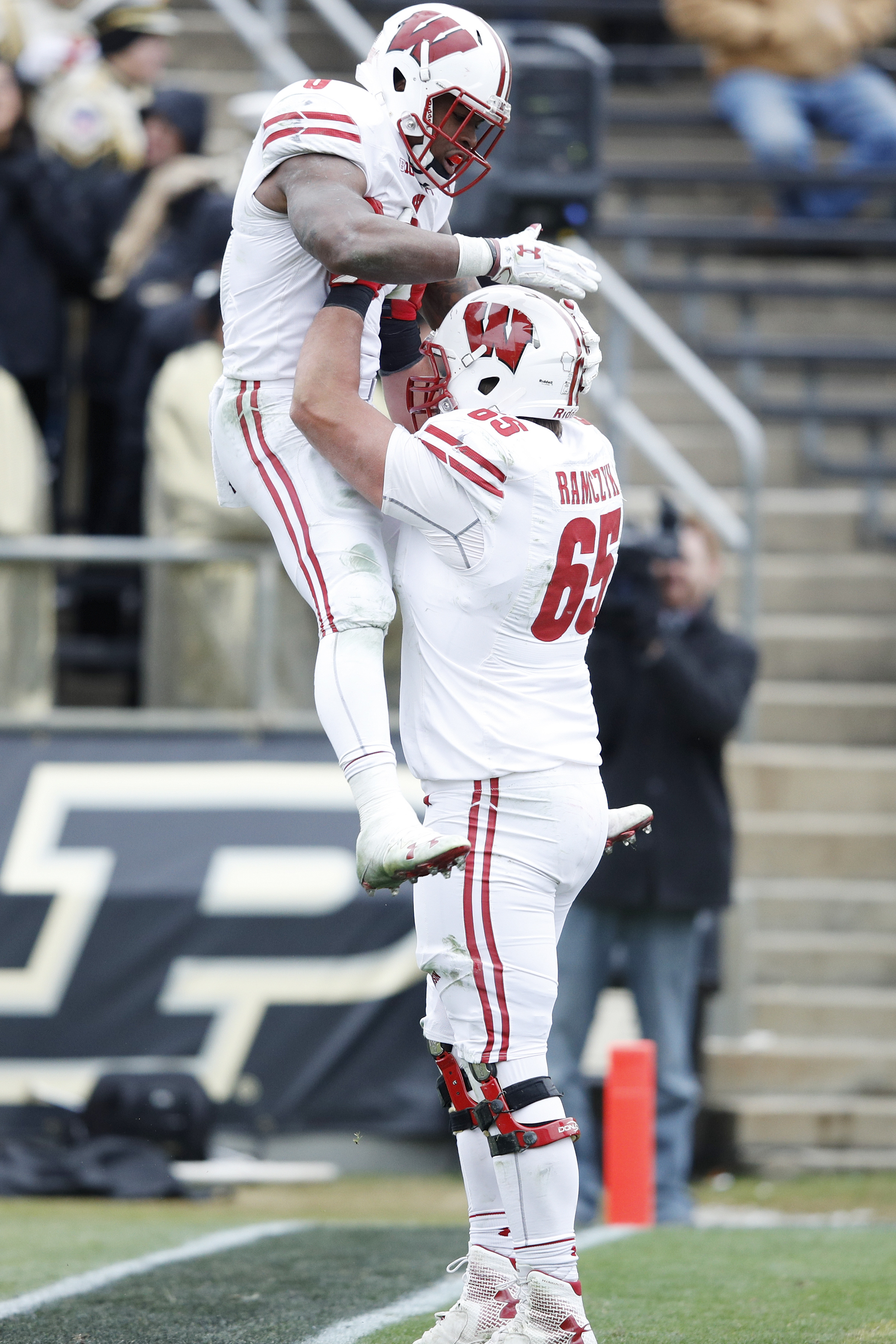 Wisconsin Badgers offensive tackle Ryan Ramczyk lifts Corey Clement after Clement rushed for a touchdown. (Photo by Joe Robbins/Getty Images)