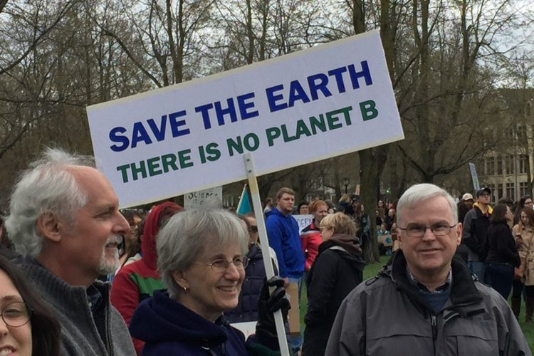 Estimated 2,000 people March for Science in Buffalo