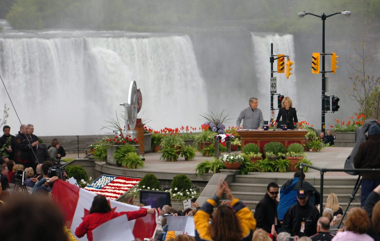 Niagara Falls made a picturesque background for 'Live with Regis and Kelly,' filmed at the Oakes Garden Theatre in Ontario back in 2006. (News file photo)