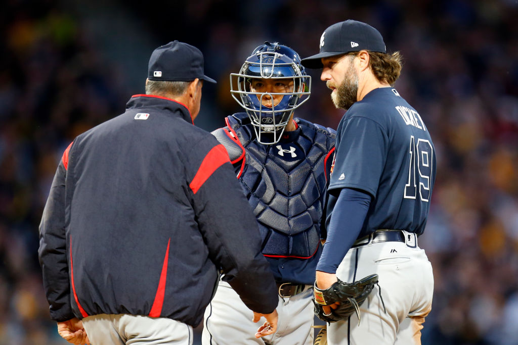 Braves pitching coach Chuck Hernandez talks with pitcher R.A. Dickey and catcher Kurt Suzuki during a mound visit against the Pittsburgh Pirates at PNC Park on April 8, 2017.  (Getty Images)
