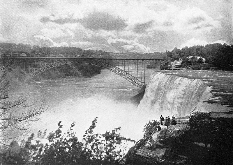 The American falls and the steel arch bridge as seen from Goat Island in 1900. ('One Hundred Glimpses of Niagara Falls'/Archive.org)