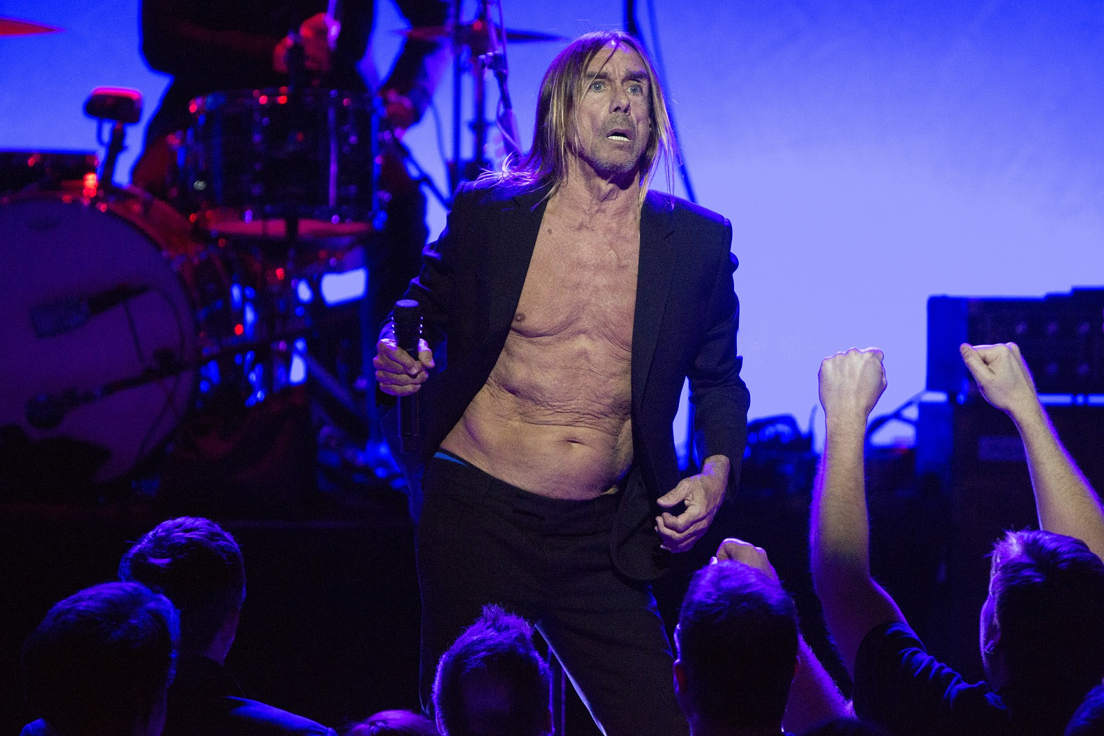 Iggy Pop performs at the Chicago Theatre in 2016. (Erin Hooley/Chicago Tribune/TNS)