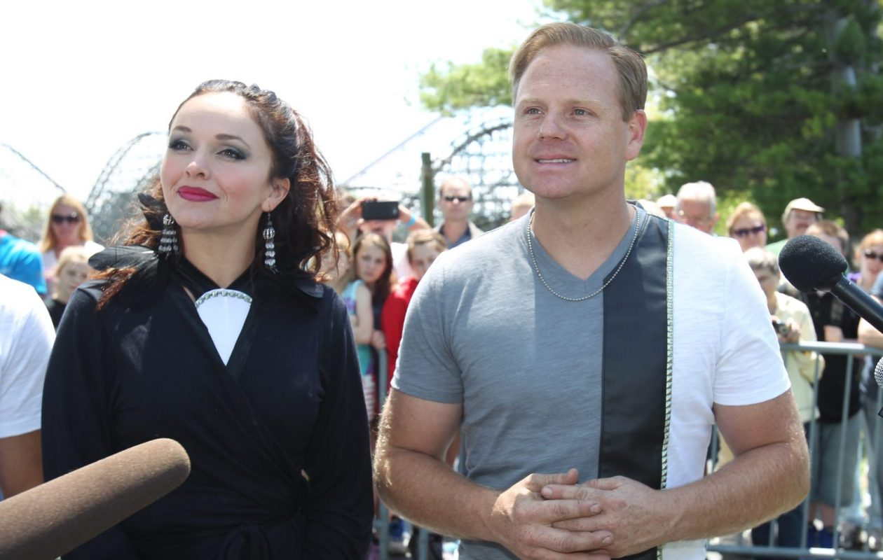 Erendira and Nik Wallenda performed high wire stunts and two other members of their team over the lake at Darien Lake in 2014. (Sharon Cantillon/Buffalo News)