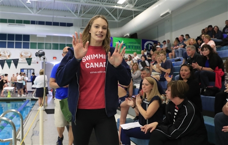 Teen Olympic swimming champ Penny Oleksiak visits Tonawanda