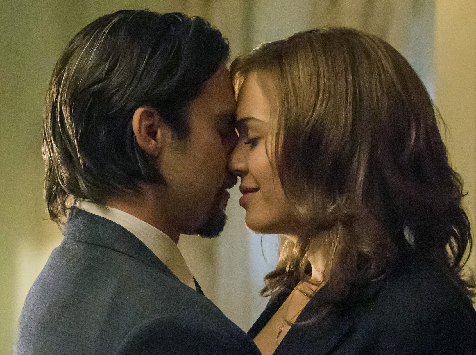 "Milo Ventimiglia and Mandy Moore star in ""This Is Us."" (Courtesy of NBC)"