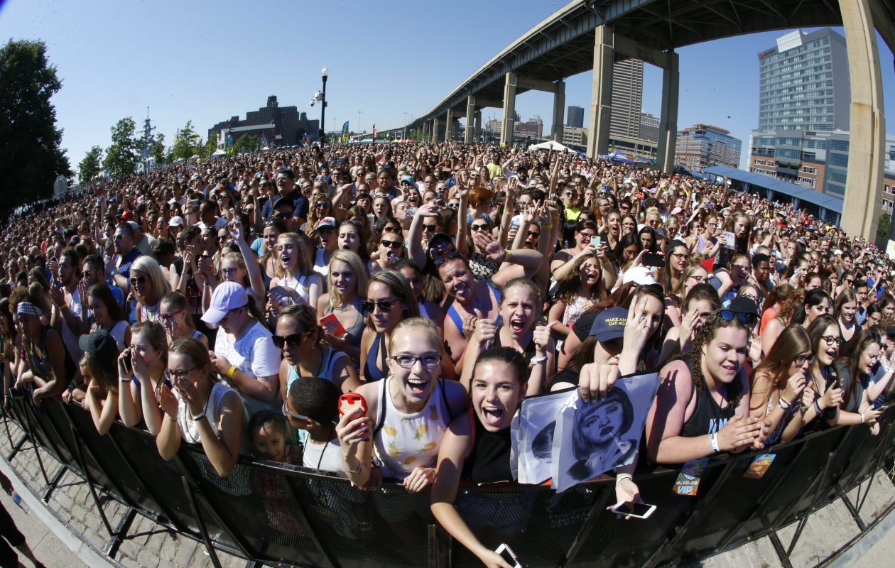 Fans were all smiles near the stage at the 2016 version of Kiss the Summer Hello concert in 2016. (Harry Scull Jr./Buffalo News file photo)