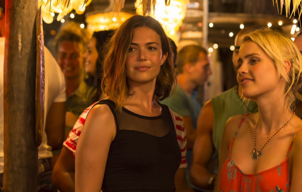 Mandy Moore, left, and Claire Holt play sisters whose shark adventure goes terribly wrong in '47 Meters Down.'