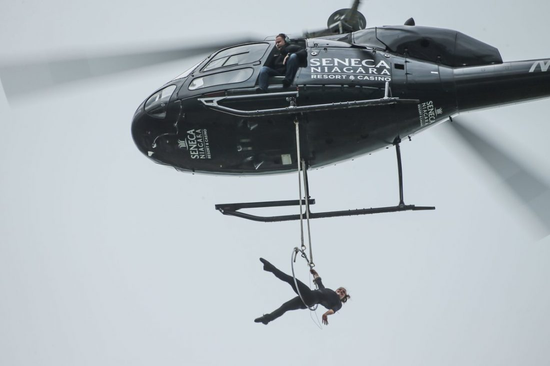 Daredevil to hang by teeth from helicopter over Niagara Falls