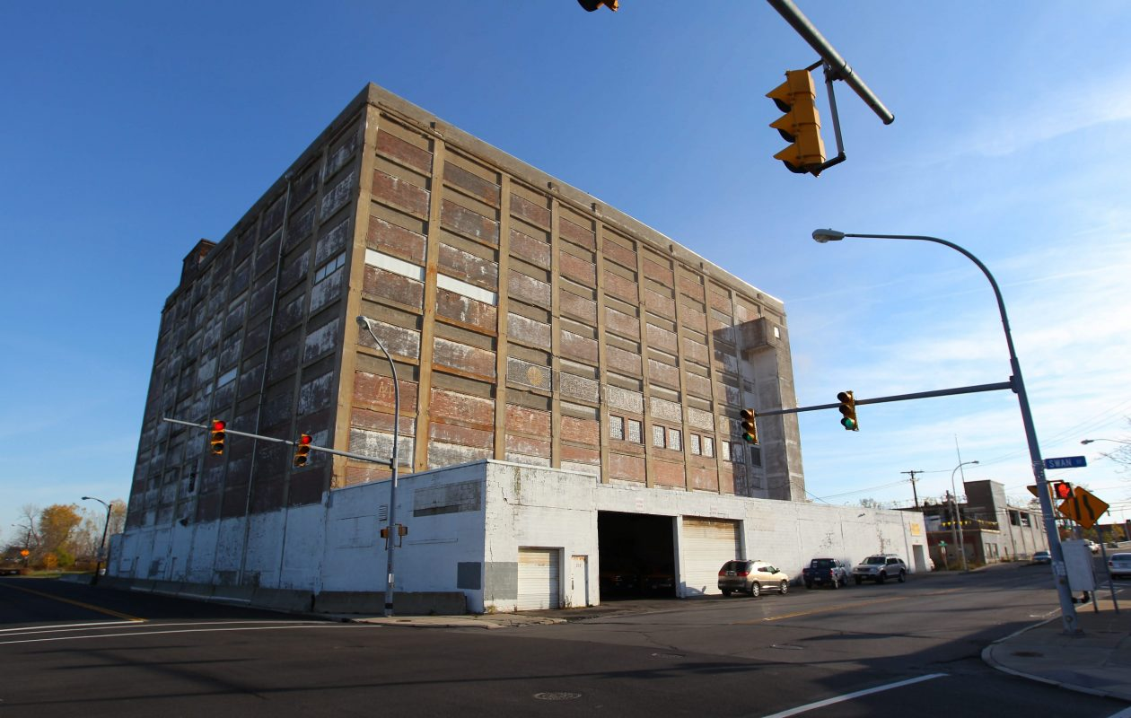 The Buffalo Planning Board approved converting the former A&P Warehouse at 545 Swan St. into apartments. (Mark Mulville/Buffalo News)
