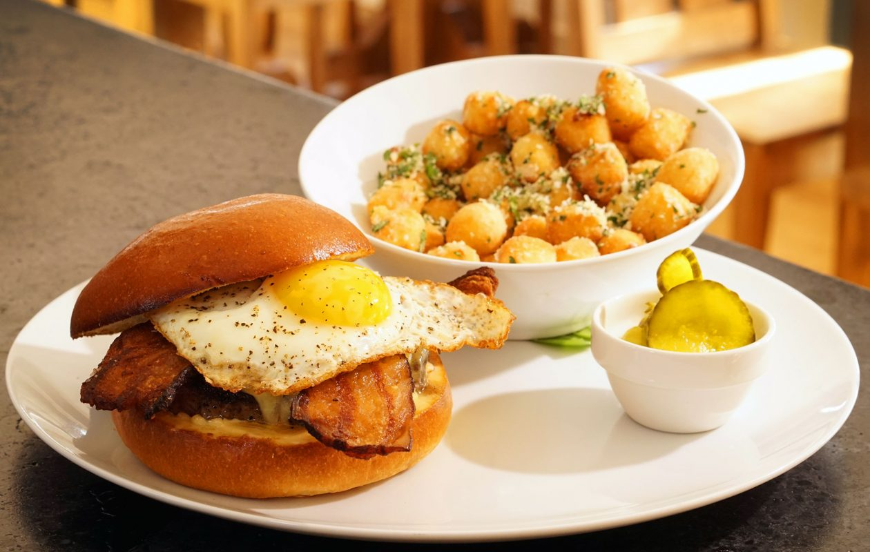 The breakfast burger with gnocchi tots at Carte Blanche in Hamburg. (Dave Jarosz)
