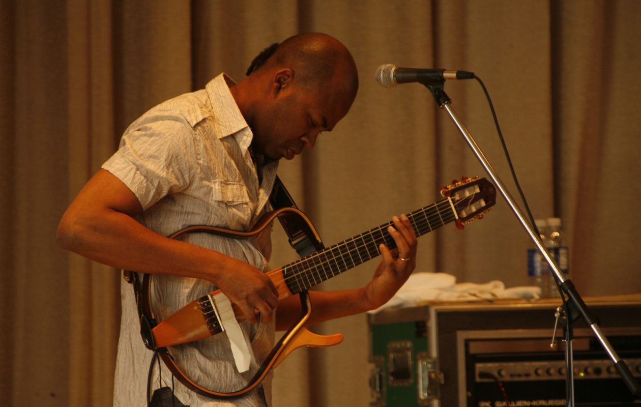 Lionel Loueke performing in 2008 at the Albright Knox Art Gallery.  (Robert Kirkham/Buffalo News)