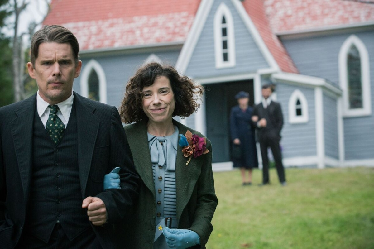 Ethan Hawke, left, and Sally Hawkins star in the unlikely romance 'Maudie.' (Sony Pictures Classics)