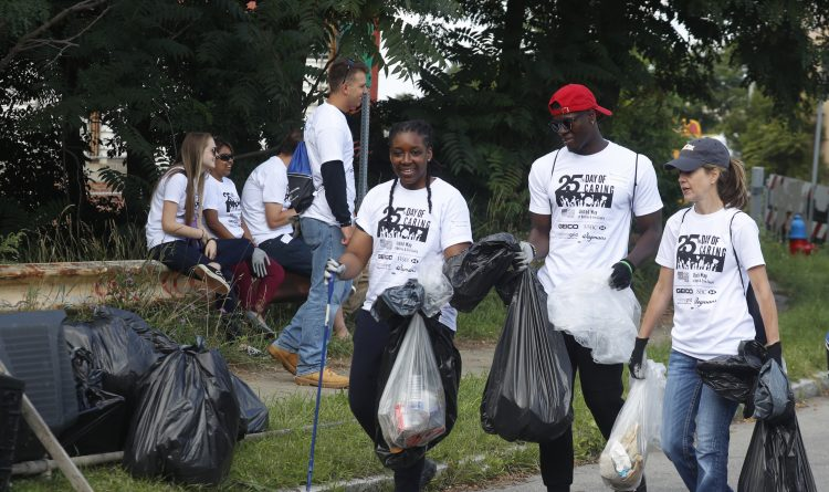 Volunteers set out to make a difference on Day of Caring