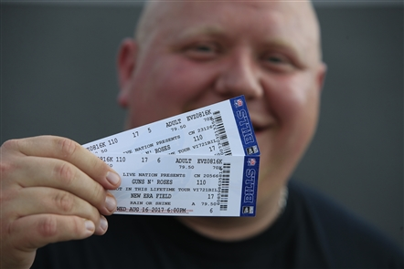 Live opens for Guns N' Roses at New Era Field
