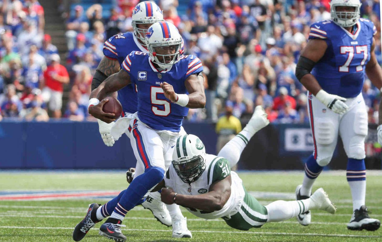 Tyrod Taylor runs against the Jets in September.  (James P. McCoy/Buffalo News)