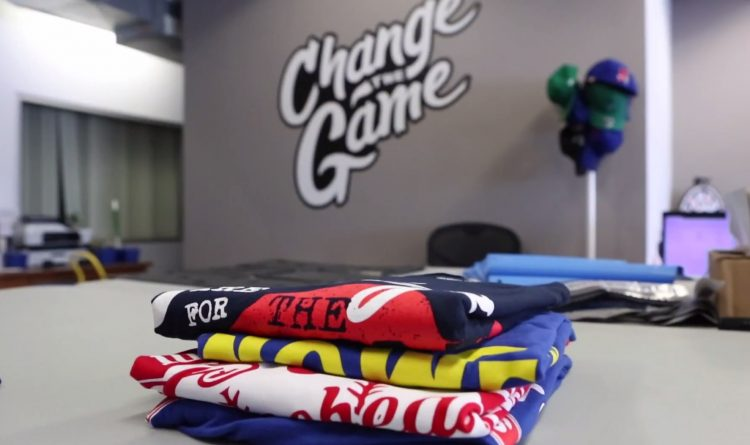 Video: Behind the scenes of 26 Shirts