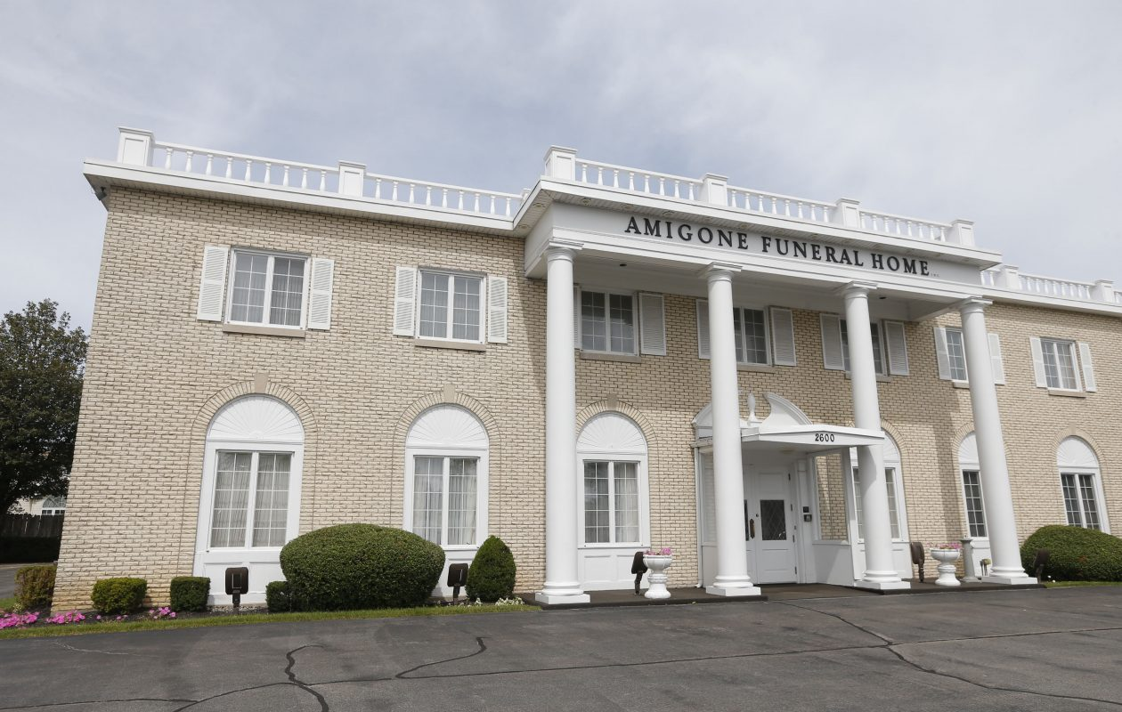 Amigone Sheridan Park Funeral Home exterior on Sheridan Drive  plans to reopen its crematory after upgrading equipment to reduce soot emissions.  (Robert Kirkham/Buffalo News)