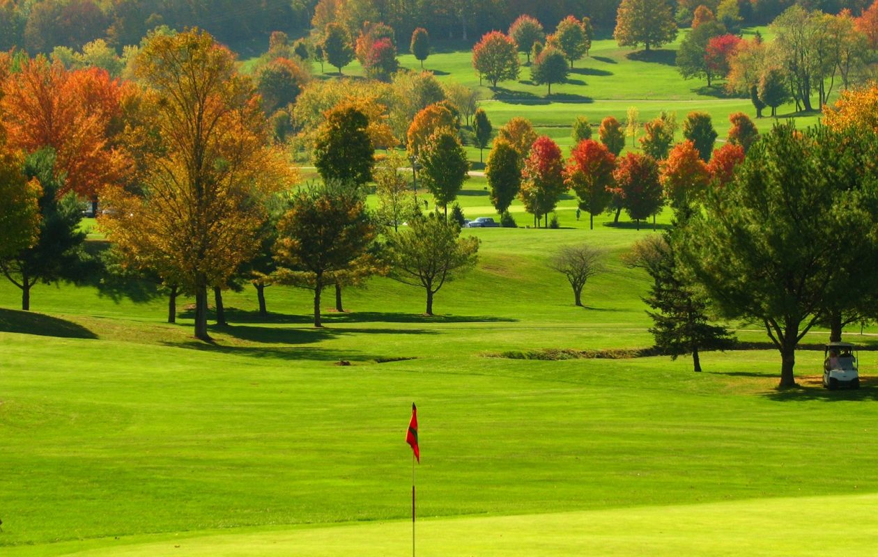 Byrncliff Golf Resort, popular with both U.S. and Canadian golfers, will keep the greens open until the snow piles up. (Photo courtesy Byrncliff Golf Resort and Banquets.)