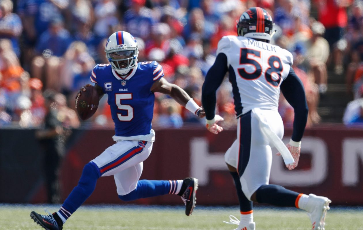Bills quarterback Tyrod Taylor kept the offense moving in a 26-16 win over Denver on Sunday. (Mark Mulville/Buffalo News)