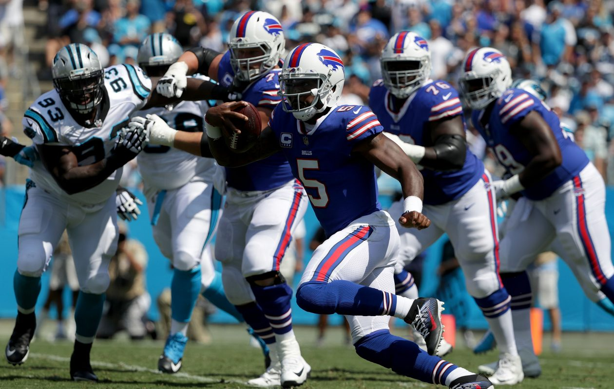 The Buffalo Bills are standing behind quarterback Tyrod Taylor. (Getty Images)
