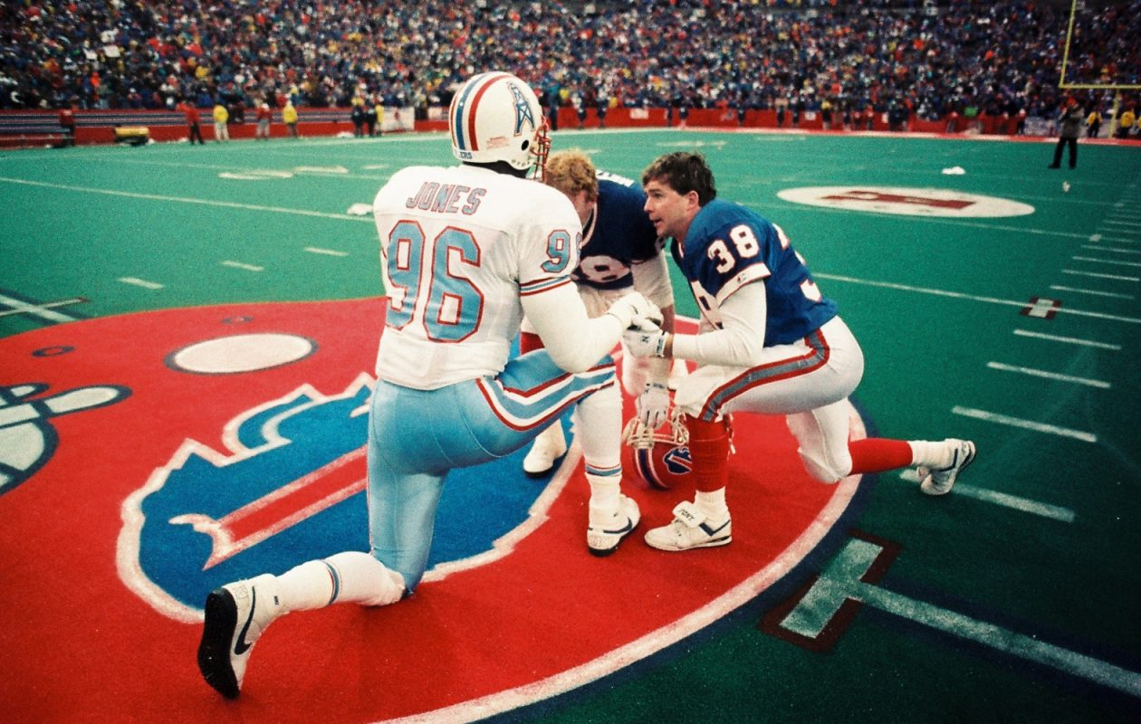 Mark Kelso recalled halftime of the Bills-Oilers 'Comeback' game during today's show. (James P. McCoy/Buffalo News)