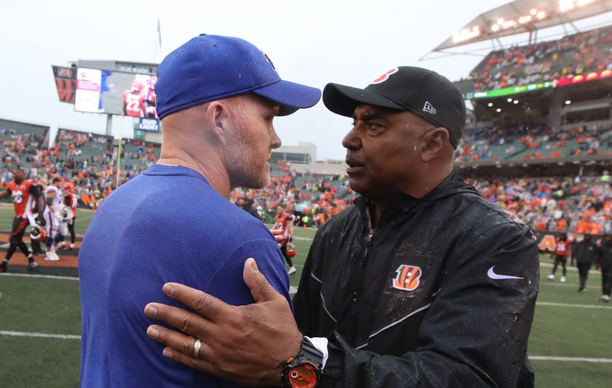 Buffalo Bills head coach Sean McDermott and Cincinnati Bengals head coach Marvin Lewis shake hands at the end of the game.  (James P. McCoy / Buffalo News)