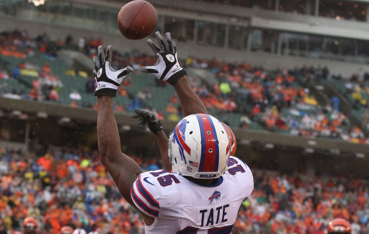Buffalo Bills wide receiver Brandon Tate (15) catches a touchdown pass (Photo: James P. McCoy / Buffalo News)