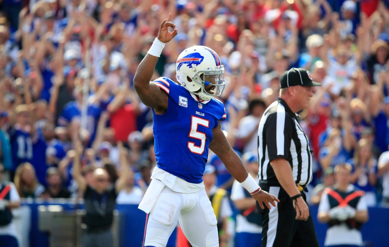 Tyrod Taylor celebrates LeSean McCoy's first touchdown against the Buccaneers (Harry Scull Jr/Buffalo News)