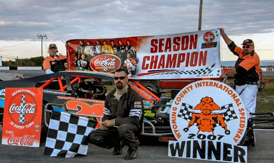 Jim Pierce Sr. after winning the 2007 WCIS SST Sportsman championship. (Rob Micoli/mmsportsphotos.com)