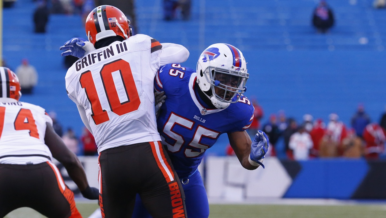 Bnblitz-jerry-hughes-55-bills-09