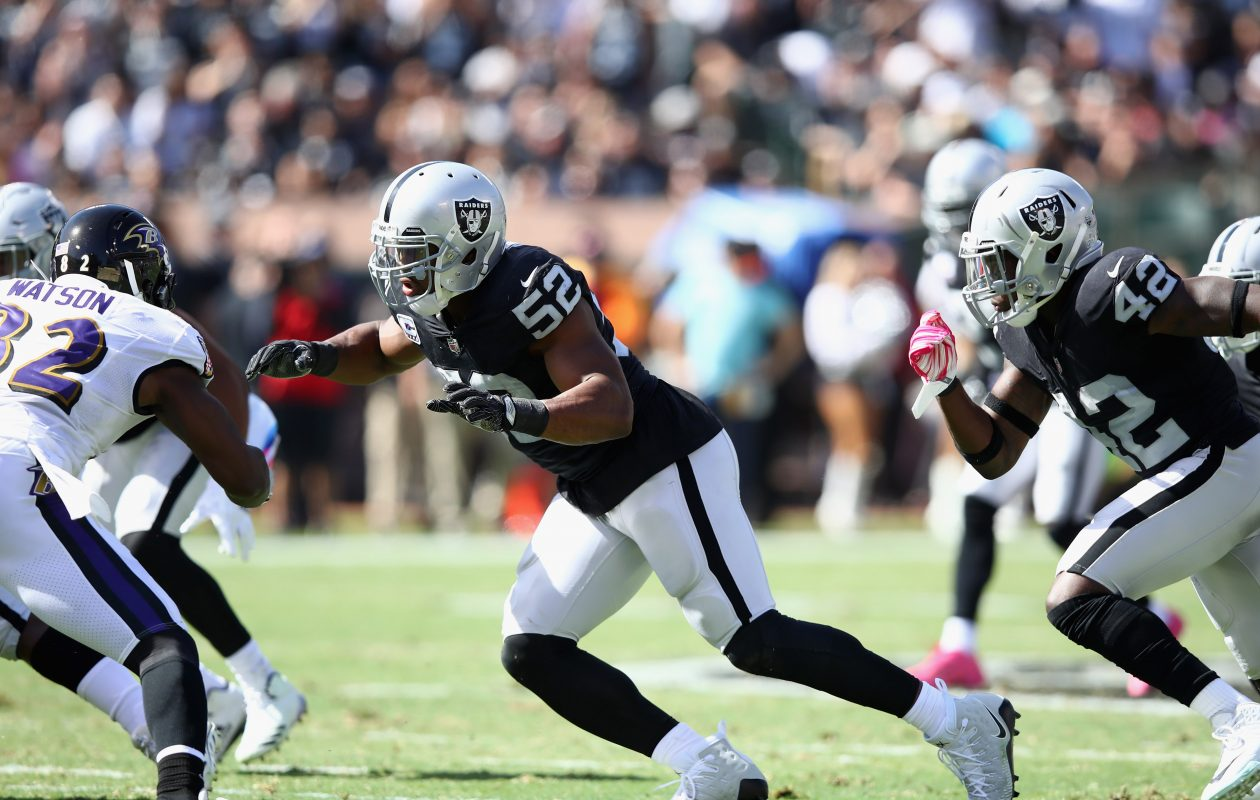 Khalil Mack of the Oakland Raiders in action (Photo by Ezra Shaw/Getty Images)