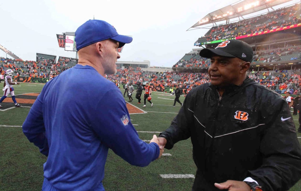 Bills coach Sean McDermott and Bengals coach Marvin Lewis shake hands after the game (James P. McCoy/Buffalo News)