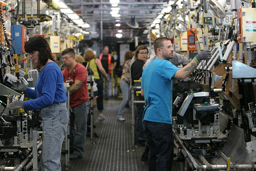 Workers at General Motors' Lockport plant, shown in 2012. (Sharon Cantillon/ News file photo)