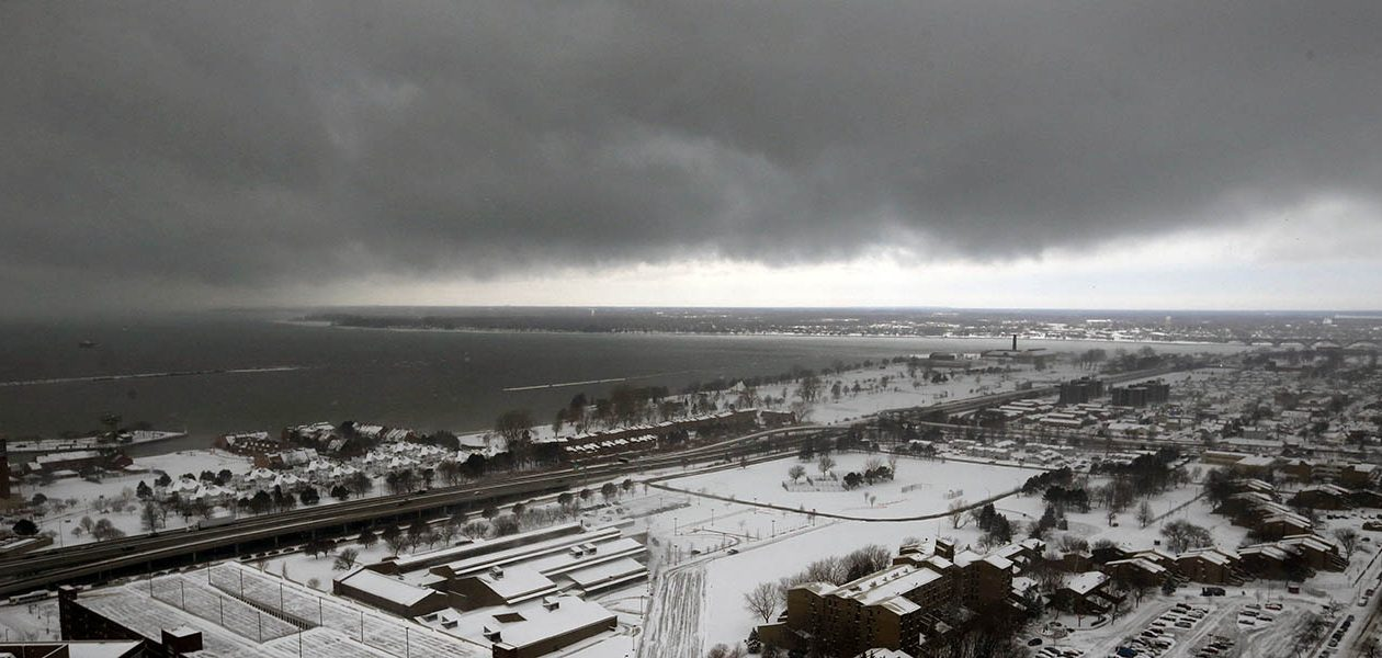 The use of 'polygons' allows the National Weather Service to better pin down where lake-effect snow bands will actually cause trouble. (Derek Gee/News file photo)