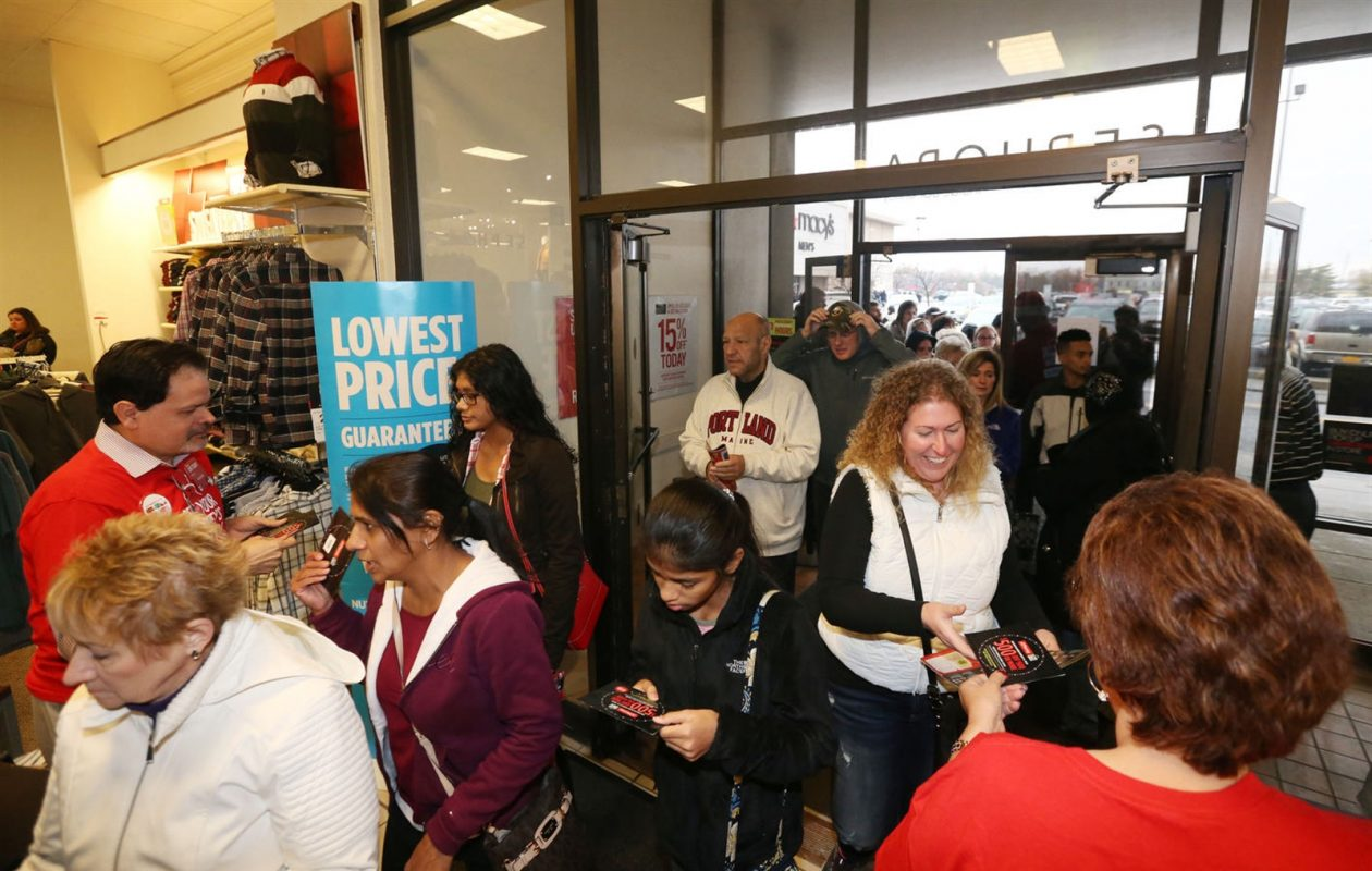 Shoppers enter the JCPenney  store at the Boulevard Mall on Thanksgiving Day last year. (Sharon Cantillon/Buffalo News)