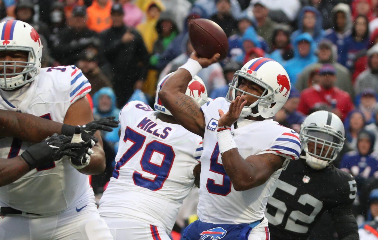 Buffalo Bills quarterback Tyrod Taylor (5) throws a pass. (James P. McCoy/Buffalo News)