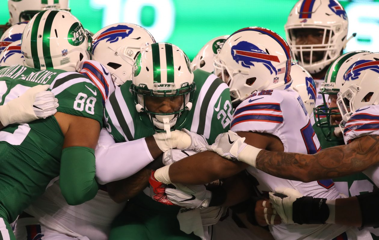 New York Jets running back Matt Forte (22) rushes against the Buffalo Bills in the first quarter of the team's Thursday night game.  (James P. McCoy / Buffalo News)