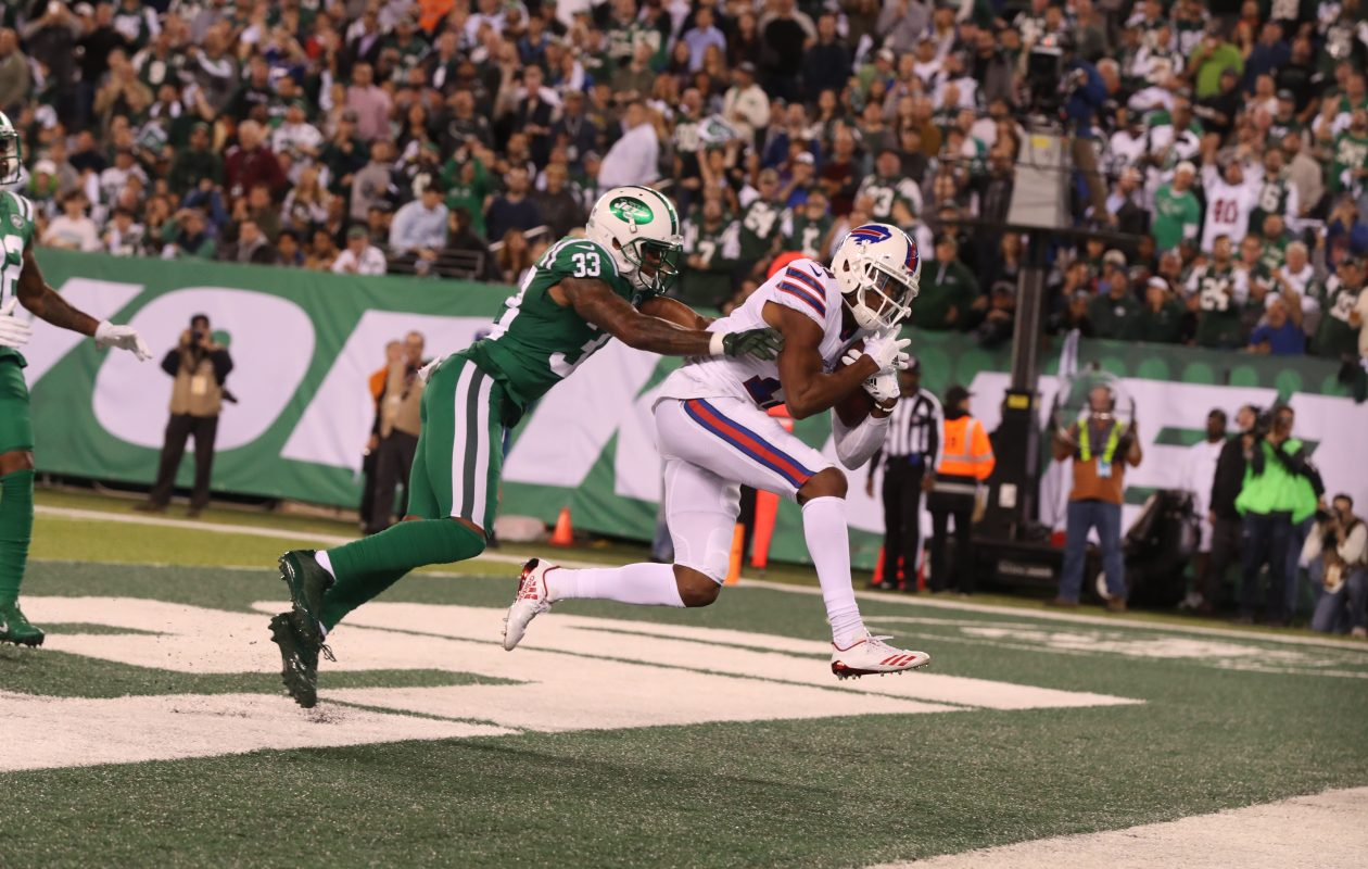Buffalo Bills wide receiver Zay Jones (11) rushes for a touchdown against New York Jets strong safety Jamal Adams (33). (James P. McCoy/Buffalo News)