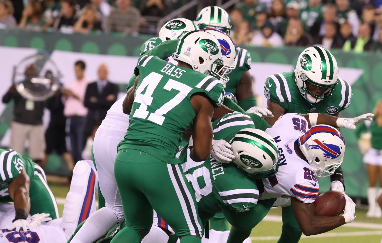 Buffalo Bills running back LeSean McCoy (25) rushes for yardage against the Jets. (James P. McCoy/Buffalo News)
